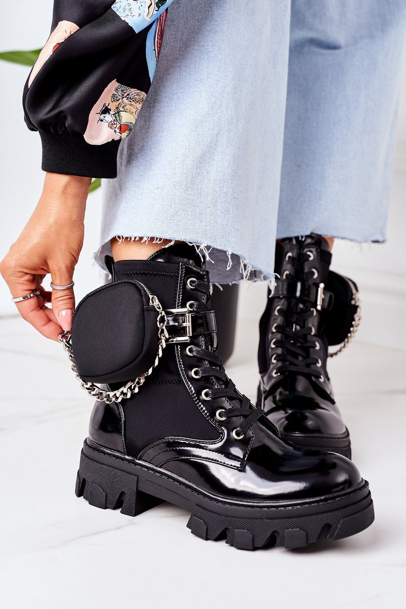 Insulated Boots With A Purse Black Get The Look