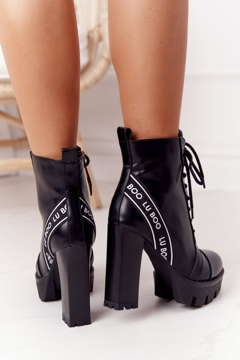 Lace-up Boots On A Block Heel Lu Boo Black